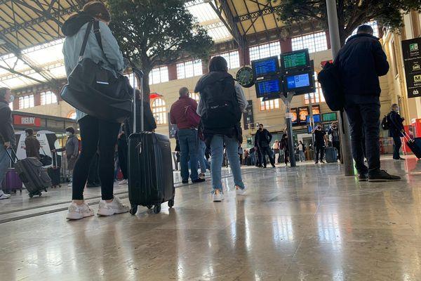 Près de 100 000 voyageurs par jour utilisent les TER de la région PACA.