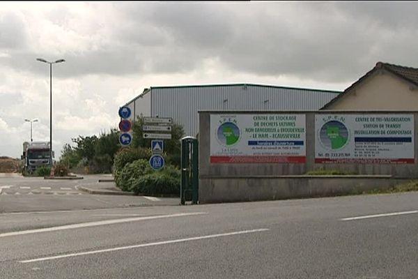 Des fûts métalliques oxydés remplis de béton et présentant une légère activité radiologique ont-ils été envoyés par erreur au centre de traitement de déchets non dangereux d'Eroudeville au Ham, près de Montebourg?