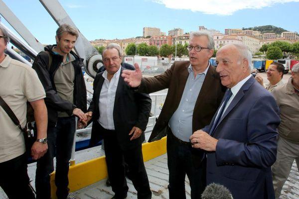 """22/05/15 - Visite à Ajaccio du secrétaire general du PCF Pierre Laurent (C) en compagnie du Président de l'Assemblée de Corse Dominique Bucchini (D) à l'entrée du ferry de la SNCM """"Jean-Nicoli""""."""