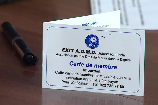 Il faut être résident suisse et membre de l'association Exit Suisse Romande pour bénéficier selon certaines conditions du suicide assisté.