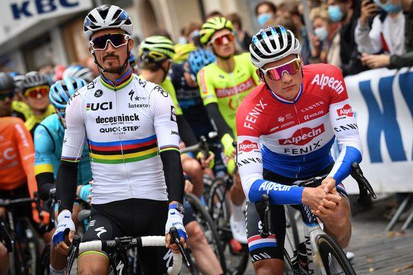 Julian Alaphilippe (en blanc) et Mathieu van der Poel, gagnant en 2019 et deuxième cette année, derrière le Français.