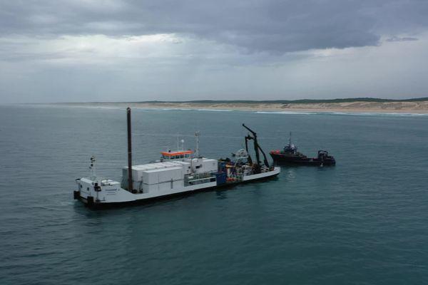 Samedi matin, des bateaux et des plongeurs se trouvaient au large du Porge pour raccorder un câble transatlantique très attendu.
