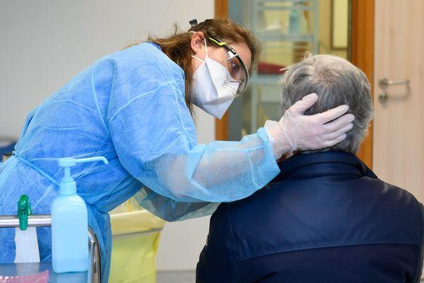 Dépistage d'un patient présentant les symptômes du Covid-19 au CHU de Nantes. 10 avril 2020.