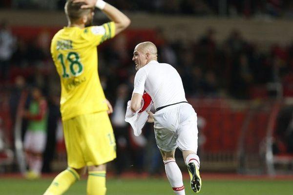 La désillusion de Deaux après le deuxième but de Monaco inscrit par Raggi.