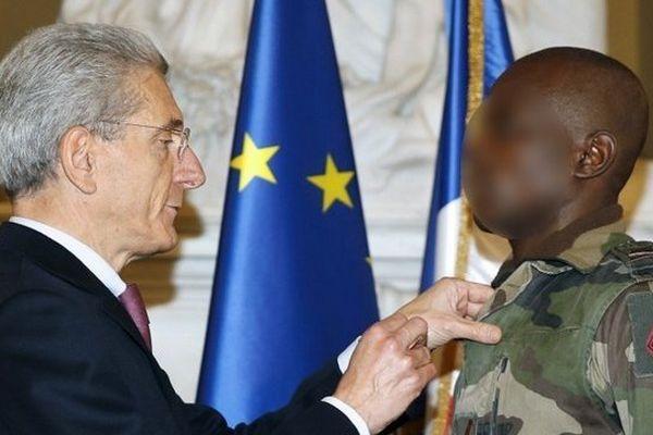 Le préfet des Alpes-Maritimes les a décorés de la médaille d'or d'honneur pour acte de courage et de dévouement.