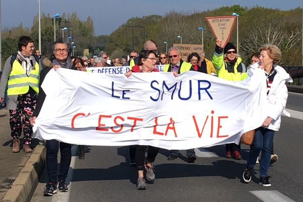 Une centaine de personnes a défilé dans les rues de Concarneau pour la défense de son hôpital.