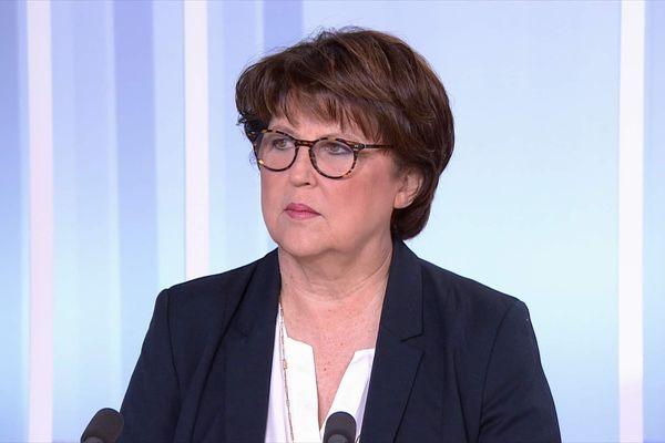 """Retraites : le recours au 49.3 serait """"un scandale démocratique"""" selon Martine Aubry (PS)"""