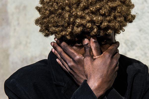 Idriss veut devenir mannequin ou photographe. Il aimerait devenir une star internationale. Ce rêve, Léo Derivot l'a capturé.