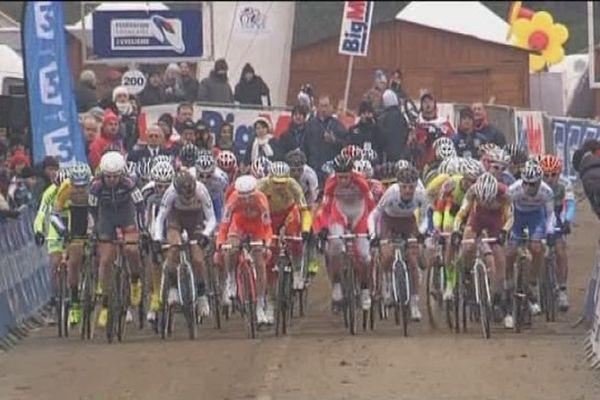 Le départ du cyclo-cross de Nommay (Doubs) en 2014