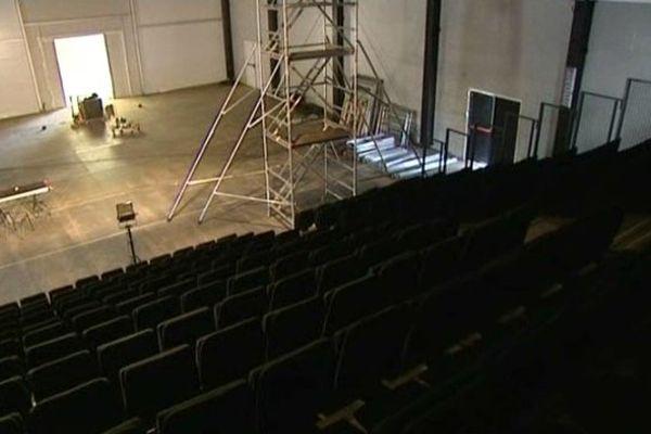 Jusqu'à l'inauguration du Nouveau Théâtre du Beauvaisis prévue en 2017, les spectacles se joueront sur une scène provisoire en cours de montage.