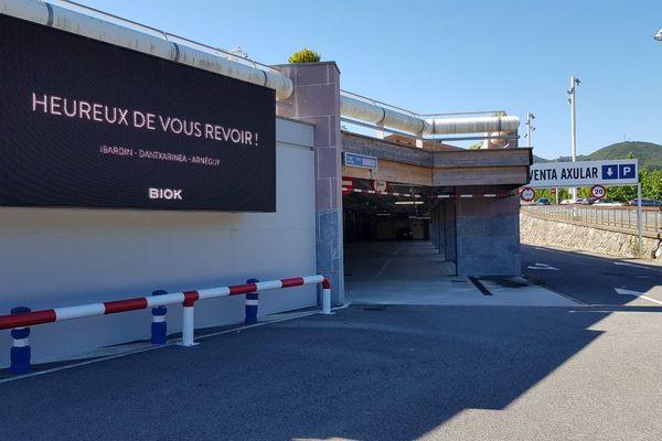 Les commerces espagnoles accueillent de nouveau la clientèle française, comme ici à Dancharia.