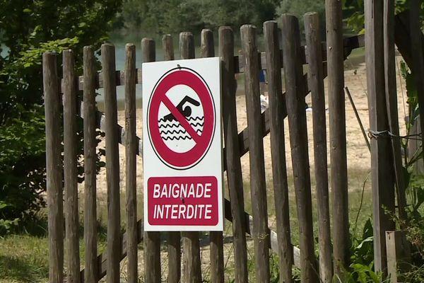 A l'entrée du lac de Pombonne, à Bergerac.