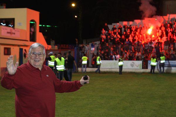 Fanfan Taglaglioli devant les supporters du Gaz, à Mezzavia, en 2012.