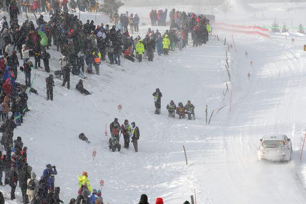 Des milliers de spectateurs avaient, cette année encore, bravé le froid glacial, le vent et la neige pour assister à l'une des plus belles Spéciales du Rallye de Monte-Carlo à Saint-Bonnet-le-Froid (Haute-Loire). La 81ème édition du rallye a été remportée par Sébastien Loeb.