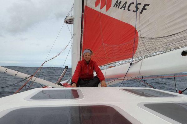 Isabelle Joschke sur MACSF, hors course, mais attendue aux Sables d'Olonne le 24 février 2021