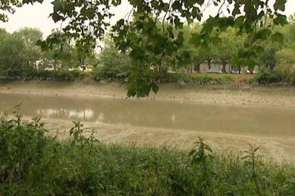 Une bonne partie de l'eau s'est déversée dans l'Orne. Des analyses sont en cours