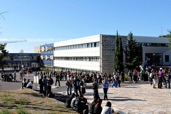 Mercredi 5 mai, les élèves du lycée Jean Moulin à Béziers (Hérault) ont bloqué leur établissement.