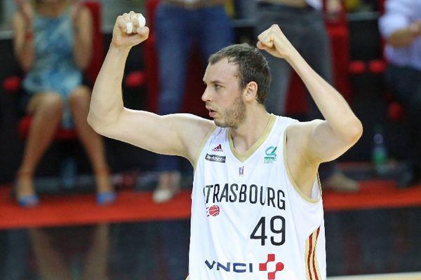 C'est le maillot strasbourgeois que le basketteur a franchi un cap.