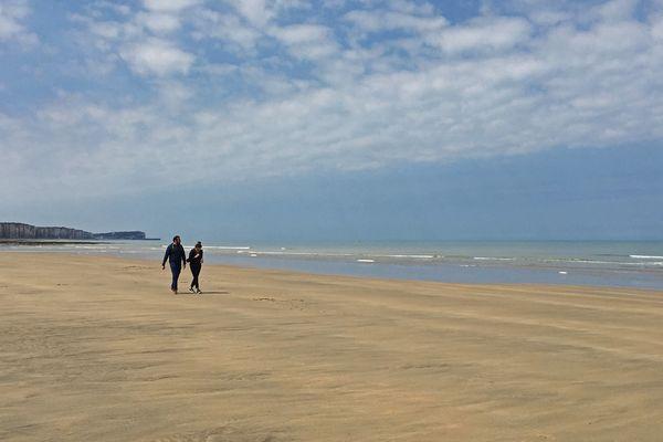 Soleil et sable à marée basse sur la plage de Veules-les-Roses le 16 mai 2020
