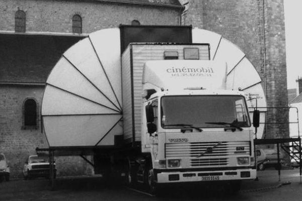 L'ancien cinémobile, depuis plusieurs fois remplacé. Chaque camion représente 1 million d'euros.