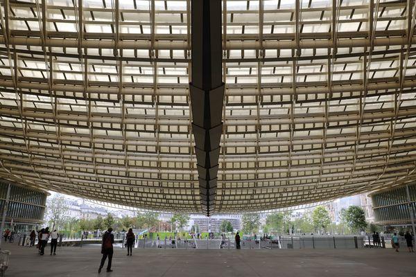 La canopée des Halles a été dessinée par les architectes Patrick Berger et Jacques Anziutti.