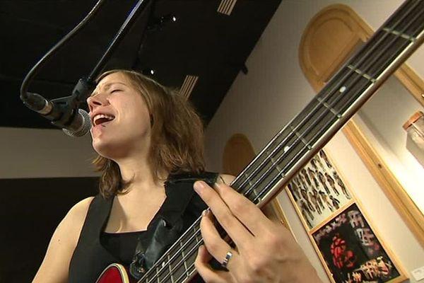 La chanteuse et multi-instrumentiste d'Alice Vande Voorde