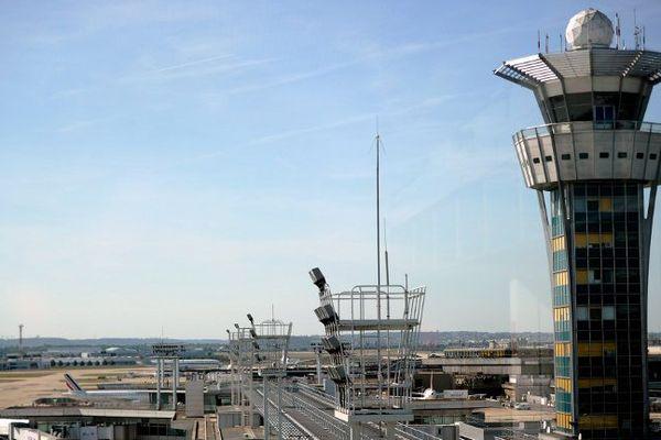 La tour de contrôle de l'aéroport d'Orly.