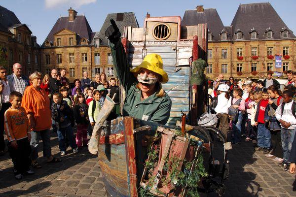 Le Festival Mondial de la Marionnette à Charleville-Mezières (18 septembre 2006), un des festivals majeurs soutenus par la Région Grand Est. La culture, un secteur économique à part entières avec 35.000 emplois, ce qui représente entre 1 et 2% du PNB,
