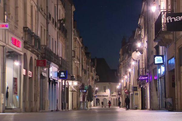 Le centre-ville de Dijon, peu avant 18 heures, dimanche 10 janvier