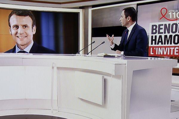 Le candidat du PS, Benoît Hamon réagit aux ralliements à Emmanuel Macron sur le plateau de France 2