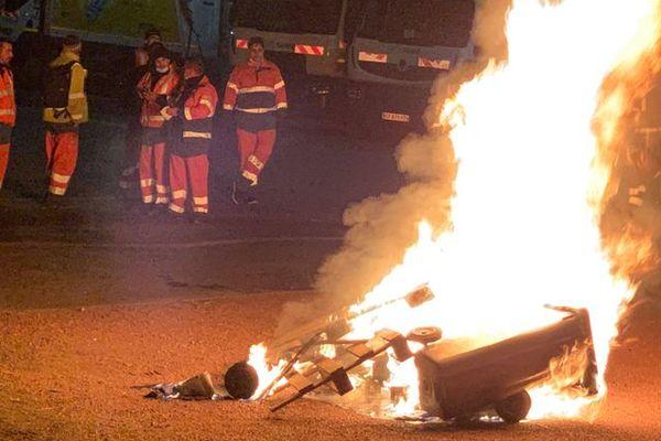 Valenciennes : les éboueurs sont en grève depuis ce lundi et arrêtent de collecter les déchets.