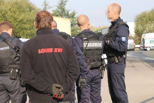 """À Nantes, l'opération de gendarmerie a mobilisé 180 gendarmes, quelque """"6 kg de bijoux, 4,5 kg d'or pour une valeur de plus 95.000 euros ont été récupérés dans des camps de la communauté des gens du voyage, 10 personnes ont été écrouées le16 octobre 2015"""