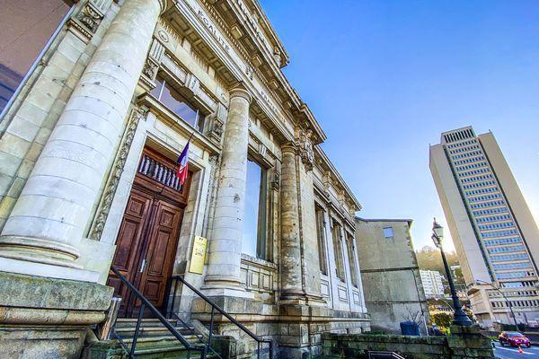 Le procès a lieu en correctionnelle au palais de justice de Tulle.