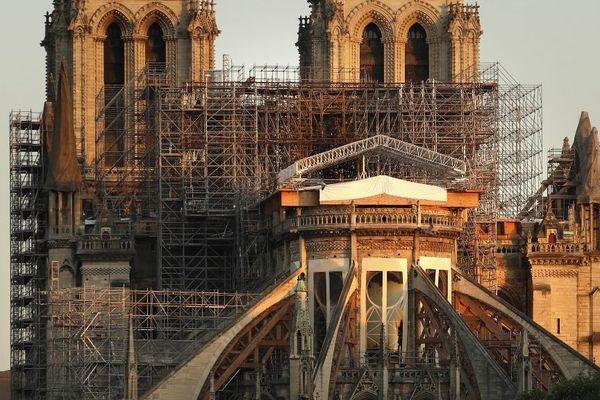 La cathédrale Notre-Dame de Paris prise en photo le 14 avril 2020, près d'un an après pratiquement jour pour jour après l'incendie.