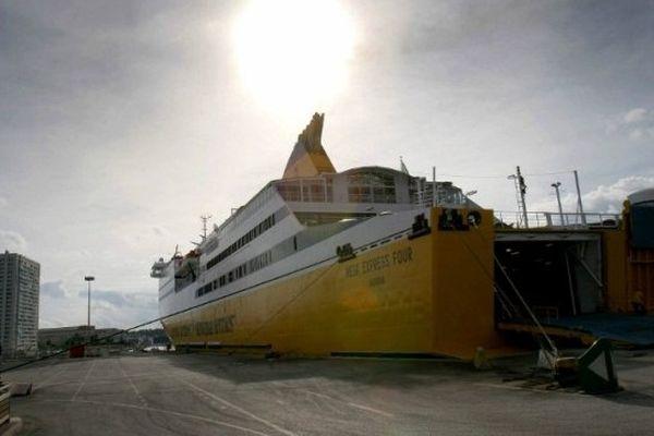 Le Mega Express Four de la compagnie italienne Corsica Ferries dans le port de Toulon (Archives)