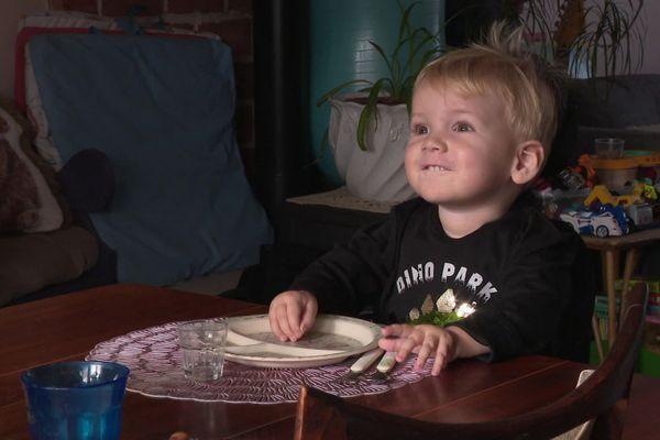 Hyacinthe, deux ans, est atteint d'une maladie génétique. Il est ambassadeur du Téléthon 2020.