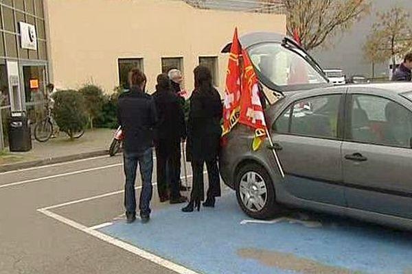 Castelnau-le-Lez (Hérault) - les grévistes devant l'agence locale - 18 janvier 2016.