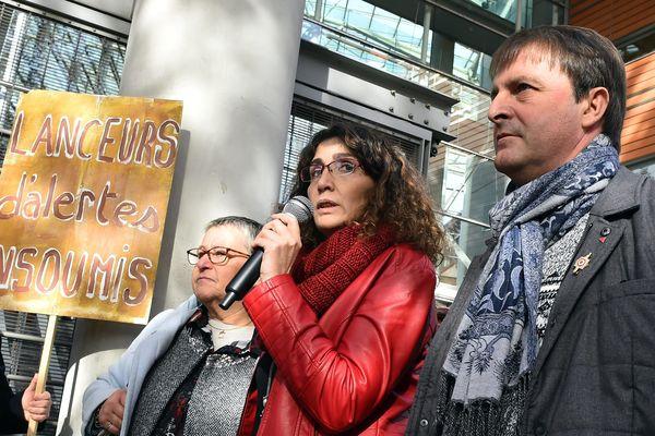 Le 21 novembre 2017, Céline Boussié sort du tribunal de Toulouse qui vent de la relaxer