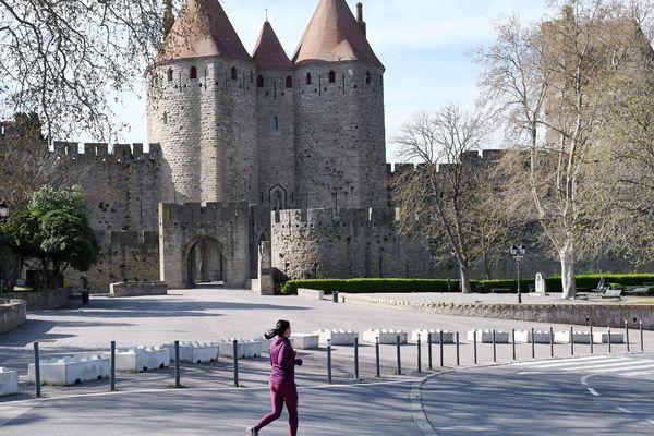 La cité médiévale de Carcassonne vidée de ses touristes, le 19 mars.