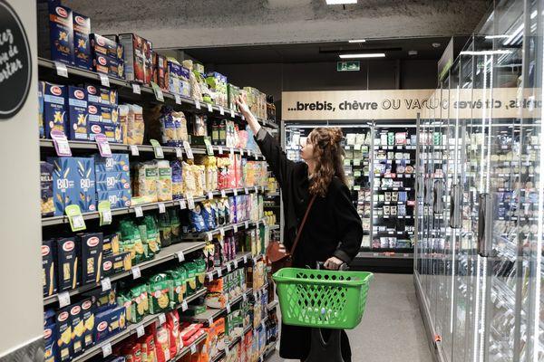 De nombreux consommateurs privilégient les commerces de proximité pour limiter leurs déplacements pendant la crise sanitaire. (Image d'illustration)