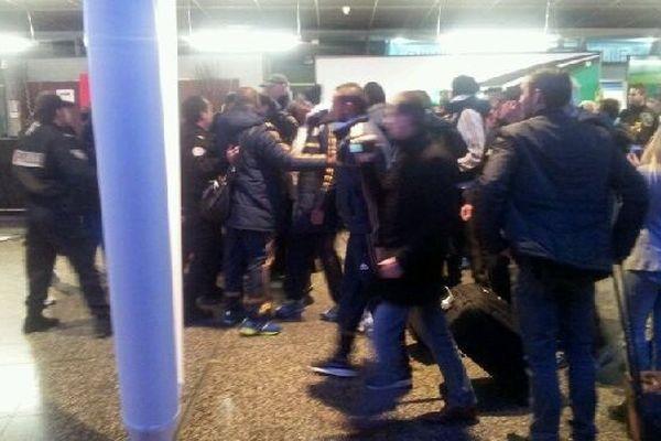 Echauffourée hier soir à l'aéroport de Lille à l'arrivée des joueurs marseillais