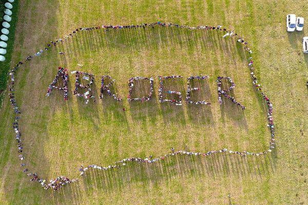 500 à 600 militants du collectif Vigil'Oust pour ABROGER le projet de prospection minière de Merléac (22)