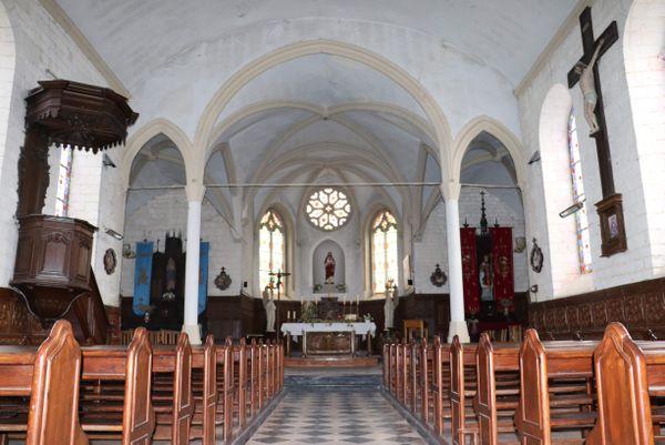 La nef de l'église Saint-Léger