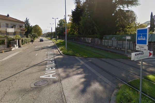 L'accident s'est produit à proximité des voies du tramway.