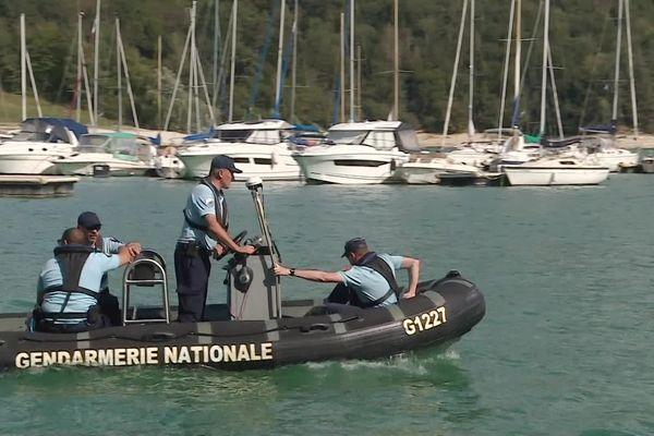 Plongeurs et gendarmes sont engagés sur le lac de Vouglans pour retrouver le plongeur disparu le 12 septembre.