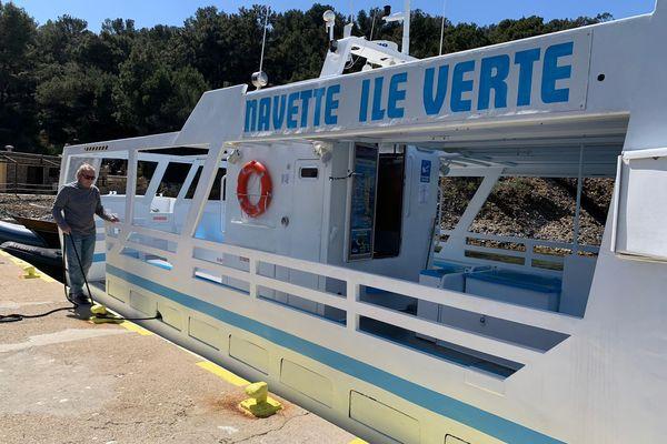 Des navettes assurent la liaison entre le port de La Ciotat et l'île située à seulement 500 mètres au large.