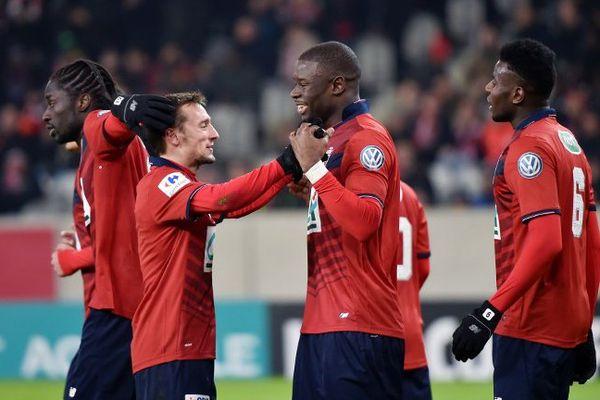 Soumaoro félicité après son but marqué sur un retourné acrobatique.