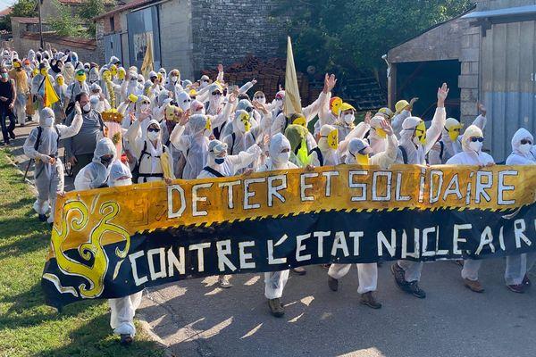 Près de 300 personnes ont manifesté samedi 21 août 2021 contre le nucléaire et le projet d'enfouissement de déchets de Bure (Meuse).