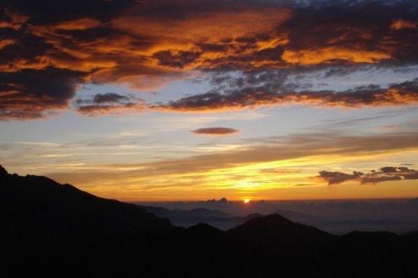 ILLUSTRATION- Lever de soleil depuis les Pinzi Corbini (Corse)