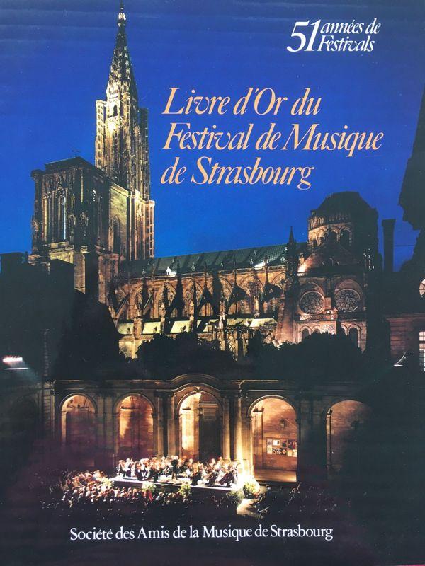 Edité par la Société des amis de la musique de Strasbourg, cet ouvrage de près de 400 pages retrace les 51 années de festival.